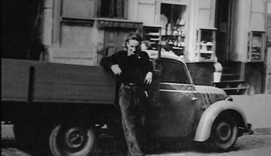 Hans Iden 1954 vor dem firmeneigenen LKK